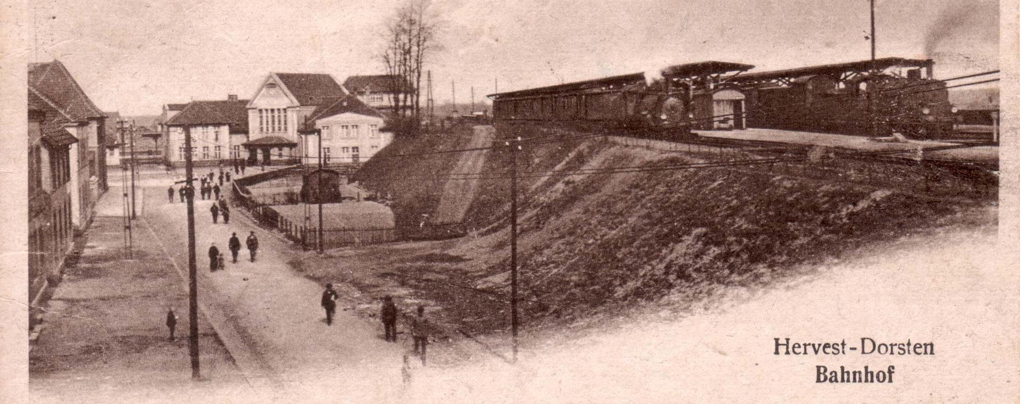 19201012-her-am-holzplatz-bahnhof-800-titel-1